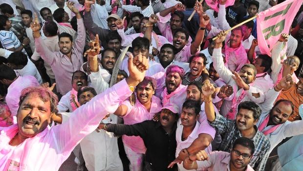 بھارتی لوک سبھا نے آندھرا پردیش کو تقسیم کرکے نئی ریاست کے قیام کی منظوری دیدی