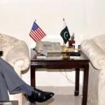 امریکی سفیر رچرڈ اولسن اور پاکستانی وزی خزانہ اسحاق ڈار