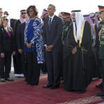 امریکی صدر باراک اوباما اور ان کی اہلیہ کا استقبال سعودی فرمانروا سلمان بن عبد العزیز السعو نے کیا