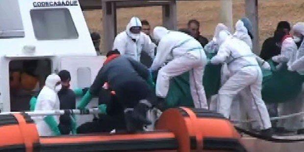 بحیرہ روم میں لیبیا کے ساحل کے قریب یورپ جانے والے تارکین وطن کی کشتی الٹنے سے 7 افراد ہلاک ہو گئے۔