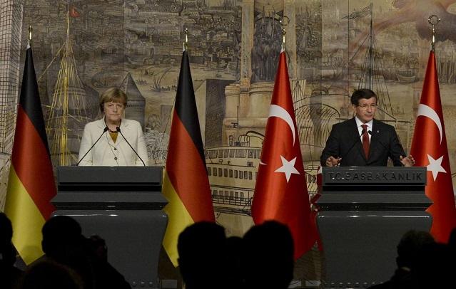 جرمن چانسلر اینجلا مرکل اور ترک وزیرِ اعظم احمد داود اولو کے درمیان استنبول میں ہونے والی ملاقات