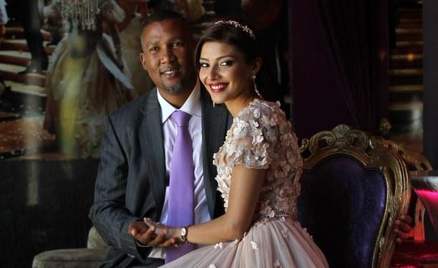 نیلسن منڈیلا کا پوتا  منڈلا منڈیلا اور اس کی بیوی رابعہ کلارک