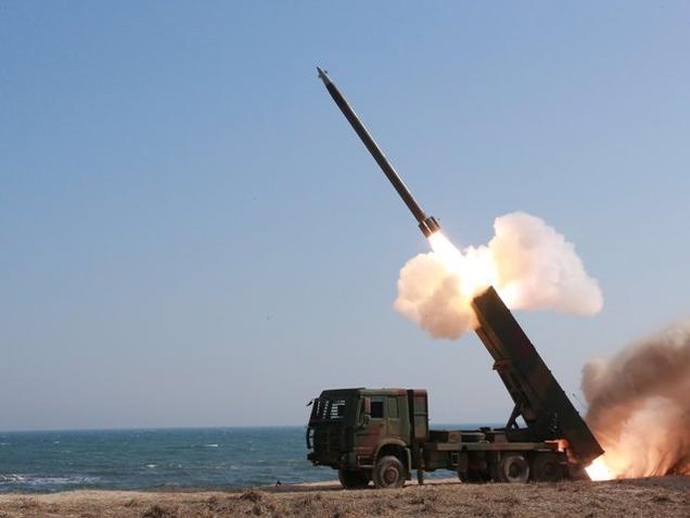 شمالی کوریا نے کم فاصلے تک مار کرنے والے مزید میزائل یا راکٹ سمندر میں فائر کئے ہیں