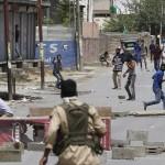 سری نگر کے مختلف علاقوں میں آج ایک بار پھر کرفیو ہٹنے کے بعد احتجاجی مظاہروں اور سیکیورٹی فورسز کے مابین جھڑپیں ہوئیں