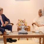 بنگلہ دیشی وزیر اعظم شیخ حسینہ اور امریکی وزیر خارجہ جان کیری