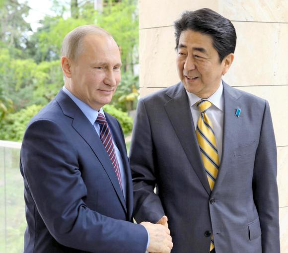 روسی صدر ولادیمیر پیوٹن اور جاپانی وزیر اعظم شنزو آبے