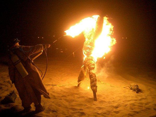 ایکواڈور،  پتلا نذر آتش کرنا