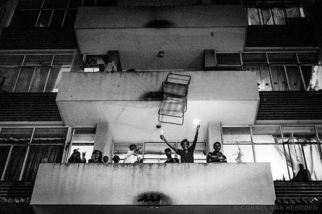 جوہانسبرگ میں ہر سال لوگ اپنا فرنیچر گھر سے باہر پھینک دیتے ہیں