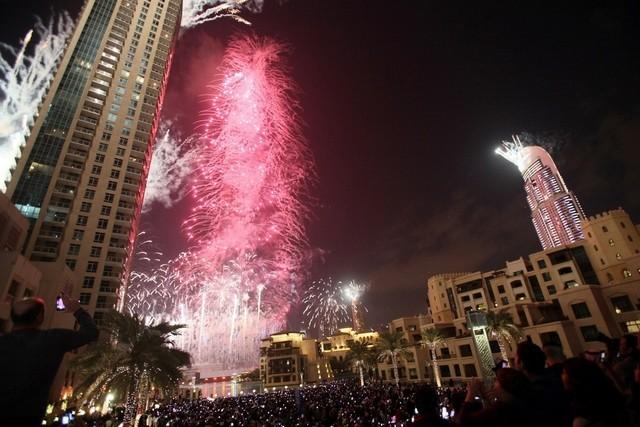 دنیا کی سب سے طویل عمارت برج خلیفہ پر رنگا رنگ آتش بازی کی تیاریاں
