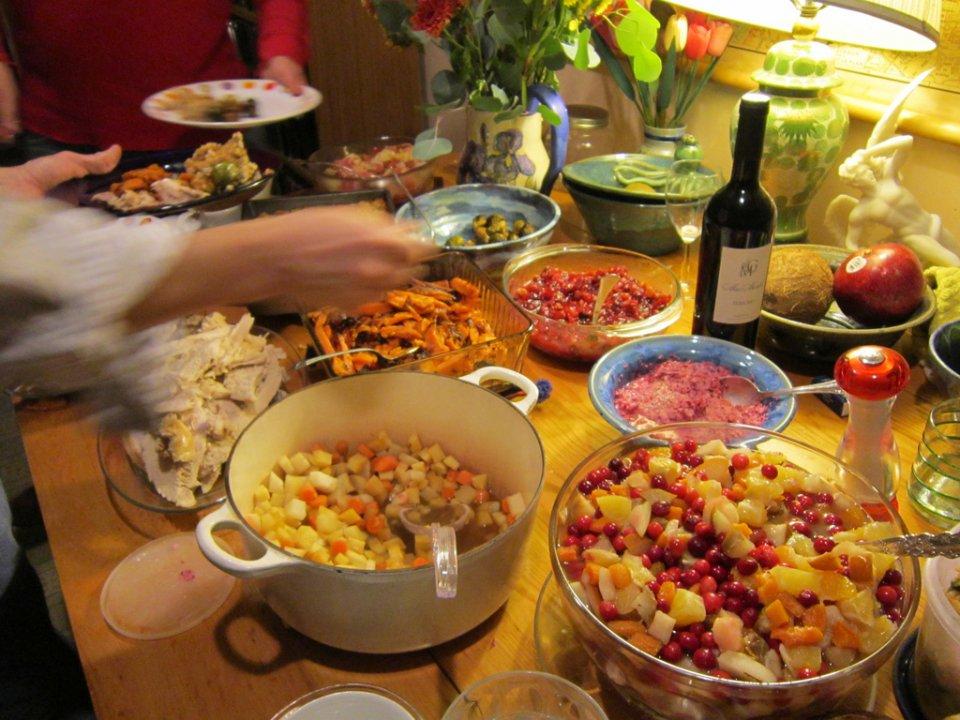 ایسٹونیا والے سال کے آخری دن ایک، دو مرتبہ نہیں بلکہ 7 سے 12 مرتبہ کھانا کھاتے ہیں