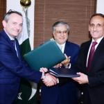 پاکستانی فیڈرل بورڈ آف ریونیو کے چیئرمین ڈاکٹر محمد ارشاد سوئٹزرلینڈ کے سفیر مارک جارج نے معاہدے پر دستخط کئے