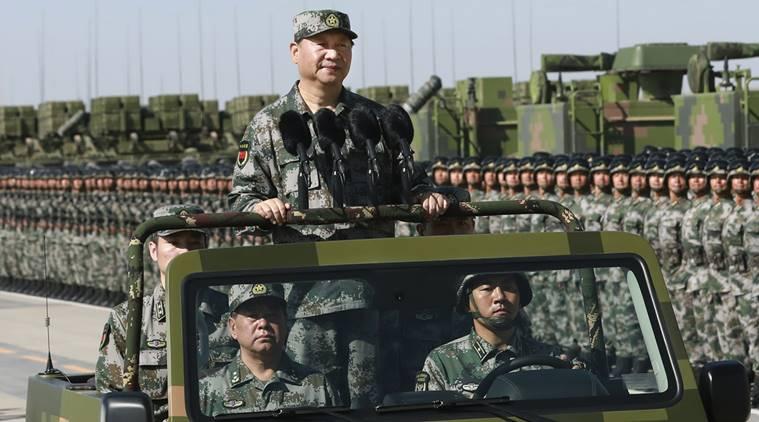 فوجی لباس پہنے صدر شِی جِن پِنگ نے گزشتہ روز ایک فوجی گاڑی پر سوار ہو کر 12 ہزار فوجیوں کی پریڈ کا معائنہ کیا