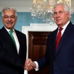 یو ایس وزیر خارجہ ریکس ٹلرسن اور پاکستانی وزیر خارجہ خواجہ آصف