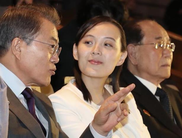 جنوبی کوریا کے صدر مون جے ان اور کم یونگ جونگ شمالی کوریا لیڈر کم جونگ ان کی بہن