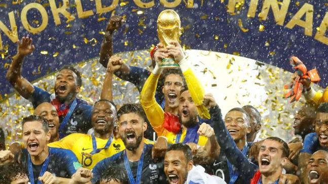 فرانس  نے کروشیا کو شکست دے کر 20 سال بعد دوبارہ فٹبال کا عالمی چیمپئن بن گیا