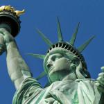 یہ مجسمہ 1886ء میں امریکی آزادی کی 100 سالہ تقاریب کے موقع پر فرانس  نے دوستی کا اظہار کرتے ہوئے دیا