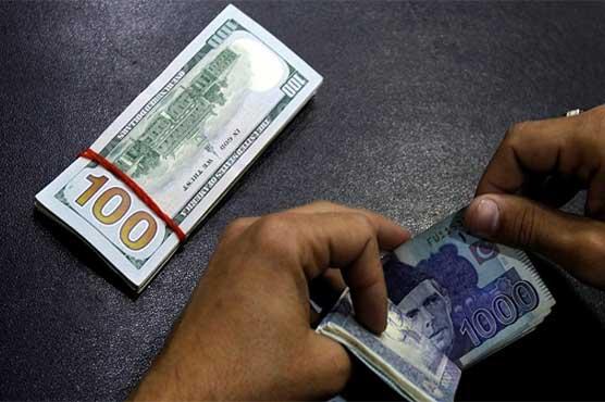 اوپن مارکیٹ میں بھی ڈالر 50 پیسے کمی کے بعد 121.50 روپے پر فروخت ہونے لگا