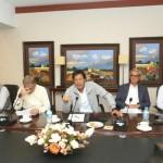 پی ٹی آئی چیئرمین عمران خان  کی زیر صدارت پارٹی کا اہم اجلاس منعقد ہوا جس میں شاہ محمود قریشی، جہانگیر ترین سمیت پارٹی کے دیگر رہنمائوں نے شرکت کی