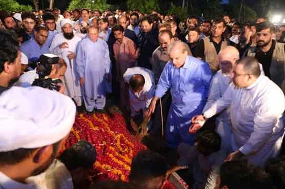 بیگم کلثوم نواز کو جاتی امرا میں سپردِ خاک کر دیا گیا