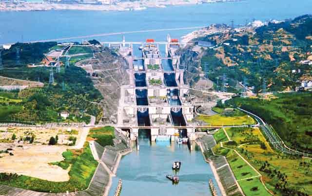 دریائے یانگتی پر تین گھاٹی ڈیم کی تعمیر 1994ء میں شروع ہوئی