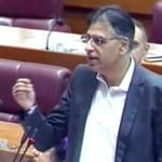 پارلیمنٹ میں وفاقی وزیر خزانہ اسد عمر منی بجٹ پیش کرتے ہوئے