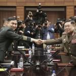 جنوبی کوریا کے میجر جنرل کم دو گی یون اور شمالی کوریا کے لیفٹننٹ جنرل آن اک سان