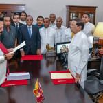 سری لنکا  کے صدر  میتھراپلا سری سینا نے مہندا راجہ پکسے کو نیا وزیر اعظم منتخب کیا ہے
