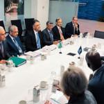 مالیاتی وزیر اسد عمر کی قیادت میں پاکستانی وفد نے واشنگٹن میں آئی ایم ایف اور ورلڈ بینک کے وفد سے ملاقات