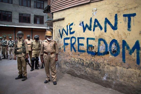 زبانی کلامی طور پر تو پاکستان اہل کشمیر کے ساتھ کھڑا ہے مگر عملی طور پر وہ بھارت کے ساتھ بندھا ہوا ہے