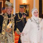 ملائشیا کے نئے بادشاہ  عبداللہ سلطان اور ان کی ملکہ تنکو عزیزہ آمنہ میمونہ