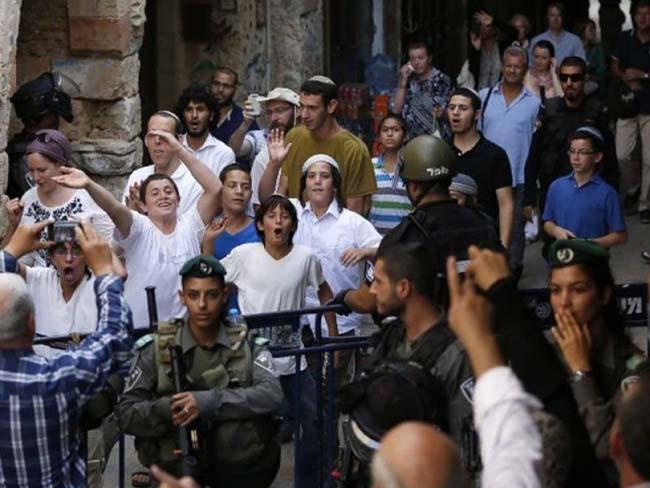 اسرائیلی پولیس کے حفاظتی حصار کے ساتھ سینکڑوں یہودی زبردستی مسجد اقصی میں داخل ہو گئے