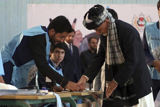 افغانستان میں25 فیصد سے بھی کم لوگوں نے ووٹ ڈالے جو گزشتہ تینوں صدارتی انتخاب کے مقابلے میں سب سے کم ہے
