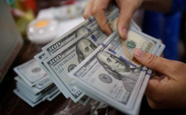 انٹربینک میں ڈالر 156.32 سے بڑھ کر 156.35 روپے کا ہو گیا ہے