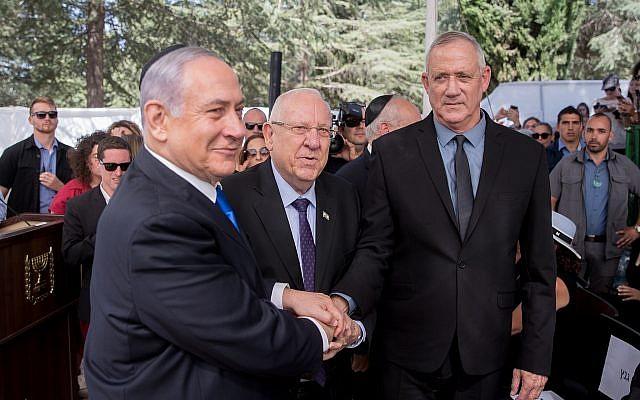 اسرائیلی صدر ریوین ریولن ، وزیر اعظم بینجمن نیتن یاہو ، اور بلیو اینڈ وائٹ پارٹی بینی گینٹز
