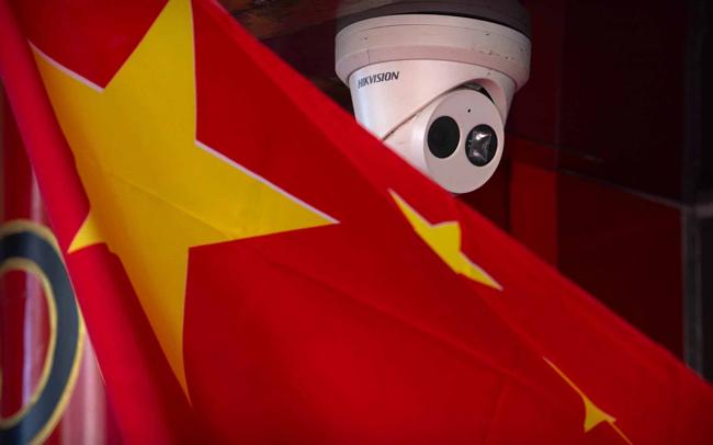 امریکہ نے جن چینی کمپنیوں پر پابندی عائد کی ہے ان میں نگرانی کے آلات بنانے والی کمپنی ہک ویژن، مصنوعی ذہانت کی کمپنیاں میگوی ٹیکنالوجی اور سینس ٹائمز شامل ہیں