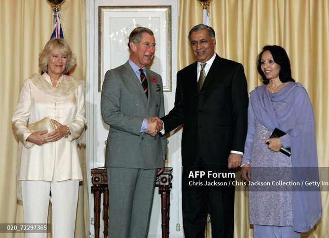 شہزادہ چارلس اور کمیلا 30 اکتوبر 2006 کو وزیراعظم شوکت عزیز سے ملاقات کررہے ہیں