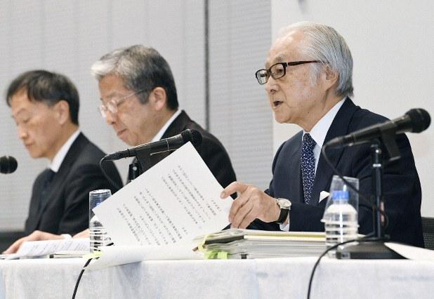 جاپانی پوسٹ ہولڈنگ کے صدر ماساتسگو ناگاتو، صدر کنی او یوکویاما اور پوسٹ انشورنس کے صدر میتسوہیکو اویہیرا