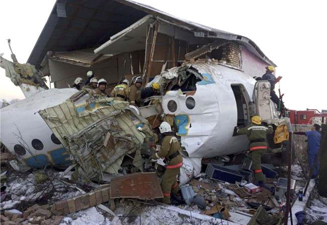 طیارہ بک ایئر آج صبح قازقستان میں الماتی ائیر پورٹ کے قریب گر کر تباہ ہو گیا