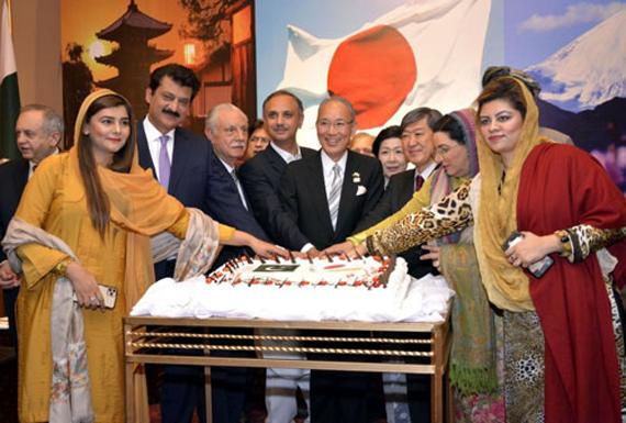 جاپان کے سفارت خانے میں جاپانی شہنشاہ کی 60ویں  سالگرہ کے موقع پر اسلام آباد میں ایک تقریب کا اہتمام کیا