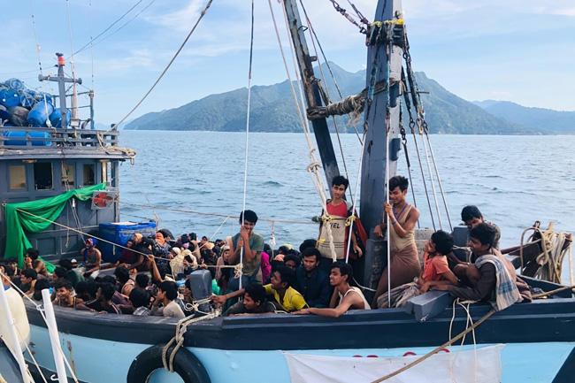 بنگلادیش نے میانمر سے ہجرت کر کے آنے والے روہنگیا مسلمانوں کی آمد کا راستہ بند کر دیا