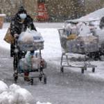 شمالی اور مشرقی جاپان کے بحیرہ جاپان کے رخ پر واقع ساحلی علاقوں میں ہفتے کے دن کے اختتام تک برفباری جاری رہ سکتی ہے