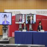 کھیلوں کی انتظامی کمیٹی کی سربراہ ہاشیموتو سیکو، آئی او سی کے صدر تھومس،  پیرالمپک کمیٹی کے صدر اینڈریو پارسنز ، جاپان کی وزیر برائے اولمپک و پیرالمپک گیمز ماروکاوا تامایو اور ٹوکیو کی گورنر کوئکے یوریکو
