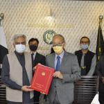 پاکستان میں جاپان کے سفیر متسوڈا کونینوری اور سیکریٹری برائے اقتصادی امور نور احمد نے دستخط کیے